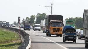 Không giảm tốc độ đường cao tốc TP.HCM - Trung Lương