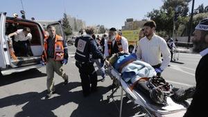 Tài xế Palestine lái xe đâm 4 cảnh sát ở Jerusalem