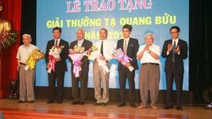 Trao giải thưởng Tạ Quang Bửu cho 3 nhà khoa học
