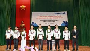 8 sinh viên nhận học bổng Panasonic 2015