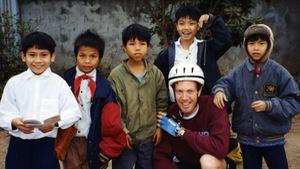 Ted Osius đạp xe xuyên Việt