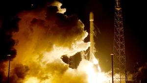 Tên lửa Falcon đột phá công nghệ, hạ cánh như máy bay