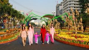 Đã chọn thiết kế đường hoa Nguyễn Huệ 2018