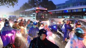 Nhật ký đón bạn trong mưa ngập Sài Gòn