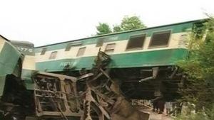 Ra đường ray tự tử khiến tàu tông nhau làm chết nhiều người khác
