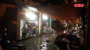 Tình người Sài Gòn: trắng đêm chống ngập