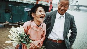 Gặp hai ông bà có bộ ảnh cưới khiến bạn trẻ ngưỡng mộ