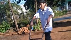 Học trò sáng chế xe thu gom nông sản tự động