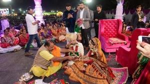 Đại gia Ấn Độ làm đám cưới cho 200 cô dâu mồ côi
