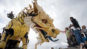 Công viên đầy mô hình sinh vật khổng lồ tại Pháp