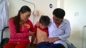 Bênh con, phụ huynh đánh học sinh lớp 3 nhập viện