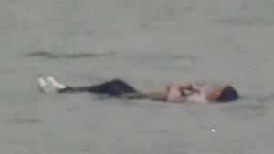 Nhảy sông tự tử nhưng không chìm vì... mập