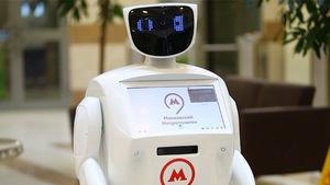 Ngộ nghĩnh chú robot đón khách tại nhà ga Nga