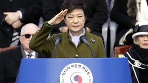 Rời Nhà Xanh, bà Park Geun-hye xin lỗi người ủng hộ