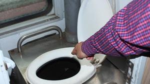 Thiết bị vệ sinh trên tàu hỏa lộ nhiều nhược điểm