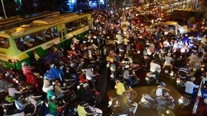 Hạn chế xe cá nhân: Phải chuẩn bị giao thông công cộng