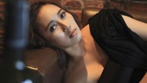 Khánh Linh tung MV nhạc phim Sống chung với mẹ chồng