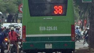 Làm rõ vụ xe buýt ngang nhiên chạy trên vỉa hè Sài Gòn