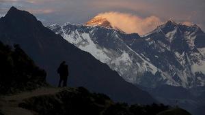 Nepal đo lại Everest sau động đất