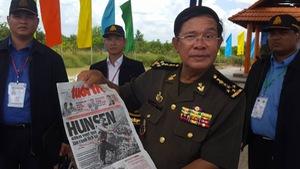 Thủ tướng Hun Sen đi bộ qua biên giới, thăm lại 'đường cứu nước'