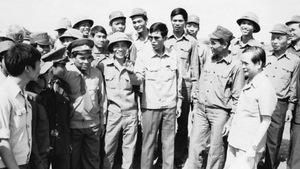 Thủ tướng Hun Sen và 40km vượt qua lằn ranh lịch sử