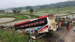 Xe khách mất lái trên cao tốc Nội Bài - Lào Cai, 1 người chết
