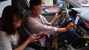 Hà Nội cấm dịch vụ đi chung xe của Grab, Uber