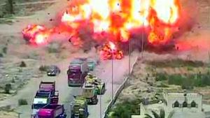 Xe tăng Ai Cập liều mình cán xe bom cứu dân thường