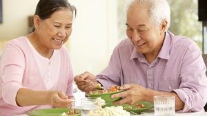Chăm sóc người già sau tai biến: đề cao tính tự chủ