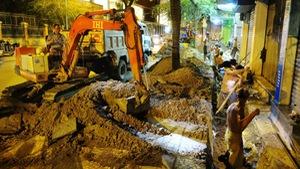 Dân TPHCM đã kẹt xe, lại thêm khổ với đào đường mùa mưa