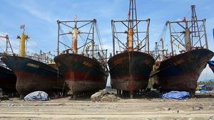 Tàu vỏ thép nằm bờ, công ty dọa... kiện đăng kiểm và chủ tàu