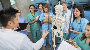 Kiếm học bổng y đa khoa ở Mỹ khó hơn... lên trời