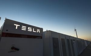 Elon Musk làm pin lithium-ion lớn nhất thế giới trong 100 ngày