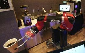 Robot pha cà phê trong tiệm mới khai trương tại Tokyo