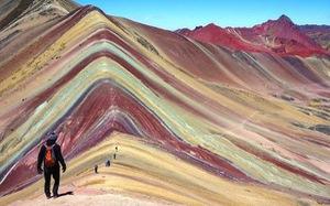 Ngọn núi đẹp như tranh vẽ ở Peru