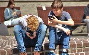 Trẻ em ngày càng lạm dụng iPhone quá mức