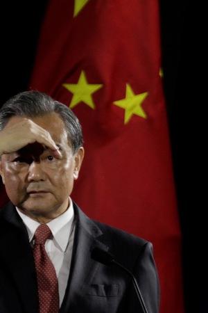 Bài học đắt giá từ chuyện nhờ Trung Quốc xây sân bay