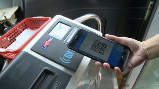 Đi xe buýt quẹt thẻ, quét QR Code, tiện ích nhưng chưa phổ biến