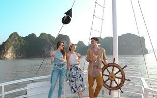 Hồ Ngọc Hà đưa Cindy Bishop ngắm Vịnh Hạ Long bằng thuỷ phi cơ