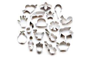 Độc đáo gia đình có thể tạo ra mọi hình dáng khuôn cắt bánh