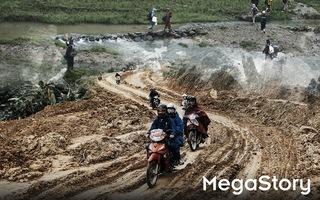Hành trình cõng gạo cứu đói ở vùng biên của 70 người trẻ