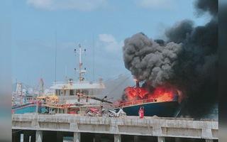 Cháy tàu cá vỏ thép ở cảng Hòn Rớ, chủ tàu thiệt hại hàng tỉ đồng