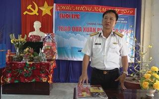 Báo Tuổi Trẻ trao quà Tết cho Vùng 5 Hải quân