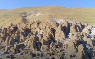 Video: Độc đáo ngôi làng hang động ở chân đồi núi Sahand