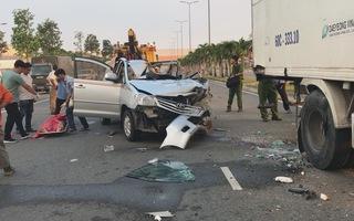 Ô tô 7 chỗ tông đuôi xe tải, tài xế tử vong tại chỗ, 4 người khác bị thương