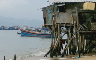 Khu nhà chồ trên biển Nha Trang trước nỗi lo mùa mưa bão