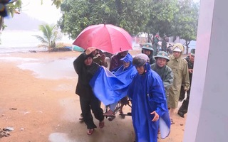 Di dời hàng trăm hộ dân vùng triều cường tránh bão số 6