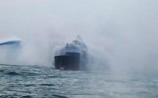 Dập tắt đám cháy tàu Trung Quốc chở sắt phế liệu ở biển Vũng Tàu