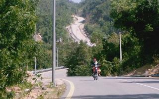 Con đường dốc ngoạn mục trên tuyến đường biển Khánh Hòa - Ninh Thuận