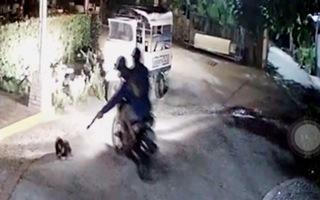 Hai nam thanh niên táo tợn vào nhà hàng dùng súng điện bắn trộm chó